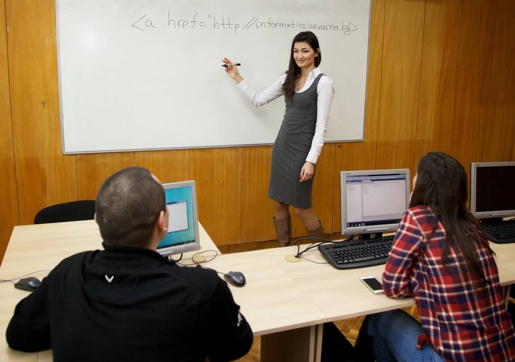 Young Informatics Lecturer Scholarship in UE Varna